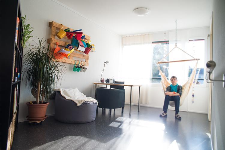 Hängestuhl im Wohnbereich der Stiftung arwole